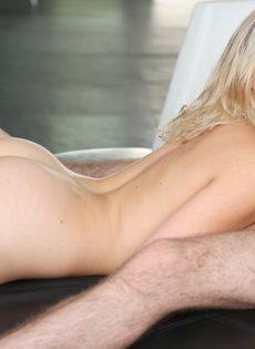 Mia Malkova получает твердый пенис в вагинальную дырку - фото #3