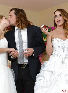 Свадебное порно с двумя шикарными девушками в белых чулках - фото #3
