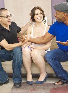 Нигер с большим членом удовлетворяет девушку с маленькой грудью - фото #5