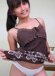 Крепкий половой член входит в узенькую вагину азиатской тёлки - фото #4