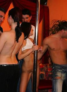 Девушки трахаются на вечеринке - фото #