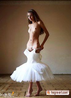 Голая худая девушка - фото #