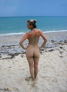 Оксана на пляже и дома - фото #