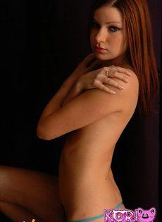 Девушка щеголяет своей гладкой попкой - фото #