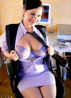 Всем бы такую секретаршу - фото #