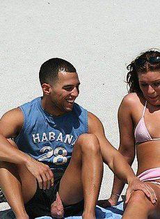 Мужик развёл на пляже девушку и трахнул её дома - фото #