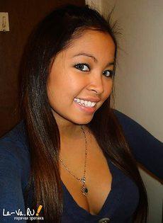 Азиатка перед зеркалом - фото #