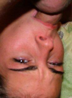 Девушке натыкали в рот как только хотели - фото #
