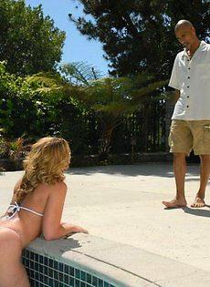 Девушке хорошенько засандалили в попку - фото #