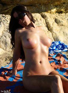 Вот лежу я на пляжу. - фото #