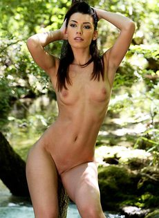 Елена у горного ручья - фото #