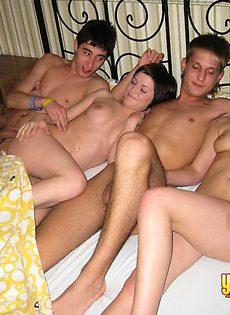 Секс по парам на одном диване - фото #