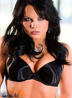 Изумительная юрюнетка Cali Taylor с пышной грудью - фото #