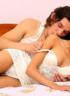 Страстная парочка занимается сексом - фото #