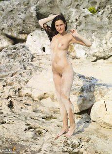 Сюзи и её киска вся в песке - фото #