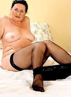 Бабушка решила тряхнуть стариной и задрала ноги - фото #