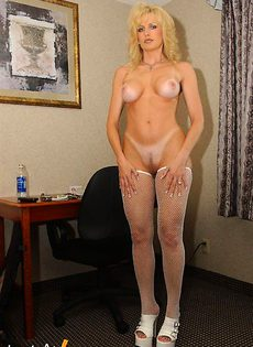 Женщина с очень сексуальным телом - фото #