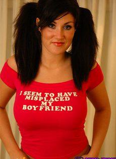 Девушка не хочет показываеть свои сосочки - фото #