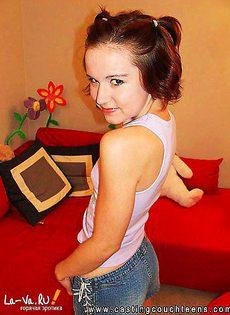 Молодая девушка с прыщявой вагиной - фото #
