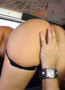 Женщину трахнули в машине - фото #11