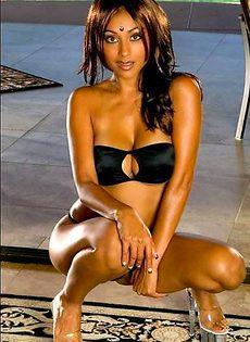 Индийская модель в черном бикини - фото #