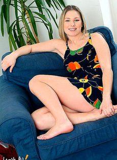 Летисия на кресле - фото #