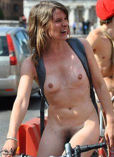 Голые на улице - фото #