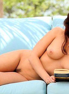 Сексапильная шатенка голенькая - фото #