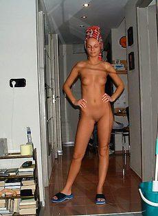 Александра моет себя  в душе - фото #