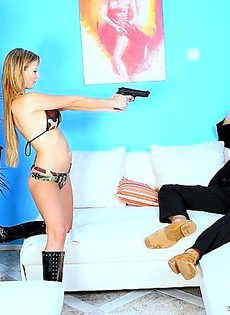 Чувак заказал для себя порно шоу - фото #