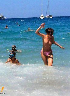 Девушка и море - фото #