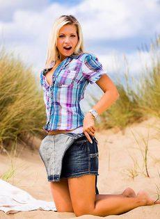 Задорная блондиночка - фото #