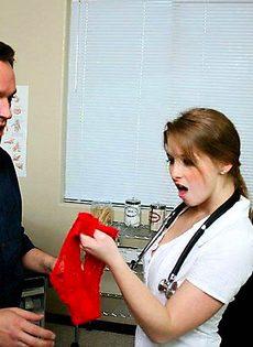 Трахнул медсестру в процедурном кабинете - фото #