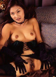 Волосата азиатка - фото #
