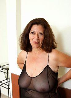 Выжившая из ума женщина - фото #