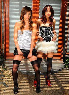 Две молодые балерины - фото #