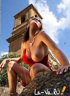 Смелая туристка - фото #