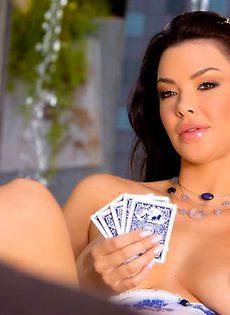 Проигралась в покер - фото #