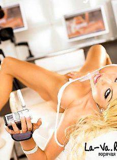 Губаcтенькая блондинка - фото #
