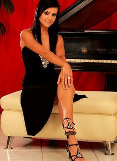 Молодая пианистка - фото #
