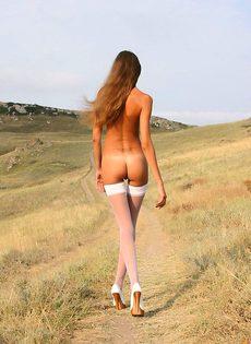 Гламурная сучка в сексуальном белье - фото #