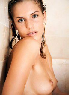 Приняла душ в присутствии репортеров - фото #