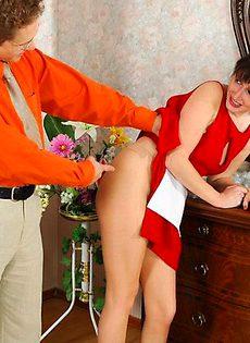 Поймал уборщицу за руку - фото #