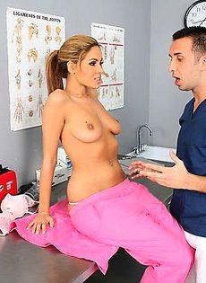 Пришел проверится у главного врача - фото #