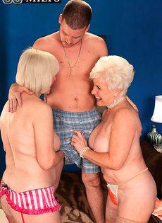 Две пожилые крошки у врача - фото #