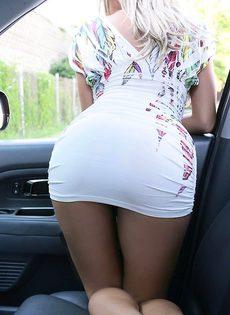 Покатал на машине показала голое тело - фото #
