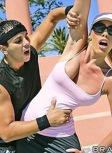 Занялись сексом на теннисном корте - фото #