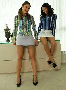 Две сексуальные учительницы - фото #