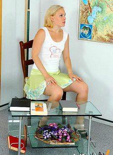 Возбудила своего учителя своим поведением - фото #