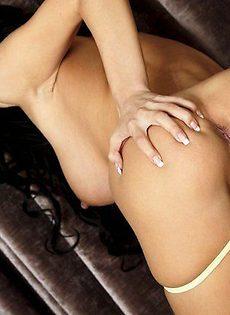 Черноволосая секси бомба - фото #